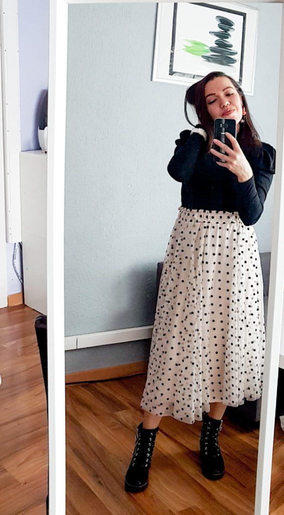 girl, selfie, mirror selfie, selfie en el espejo, falda, skirt, polka dot, lunares, outfit, botas, chica