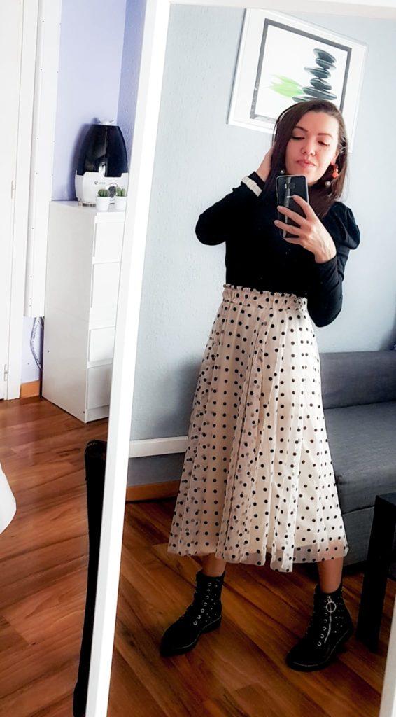 girl, chica, mirror selfie, espejo, telefono, movil, falda midi, outfit, look, ootd, skirt, polka dot skirt,